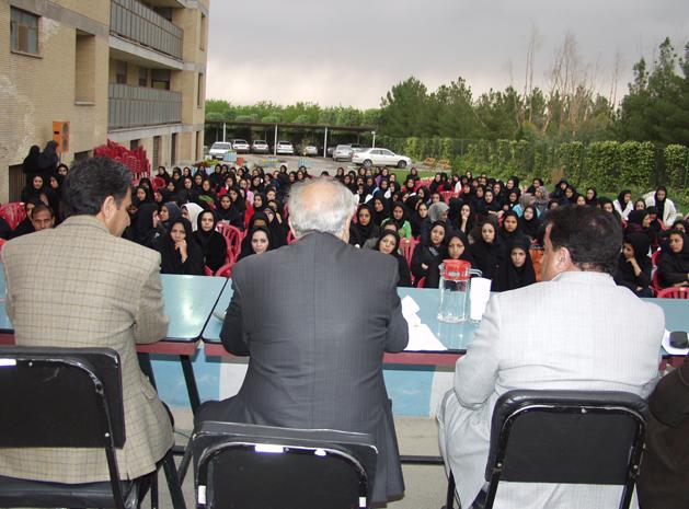 نشست مسوولان دانشگاه آزاد اسلامی واحد خوراسگان با دانشجویان خوابگاهی
