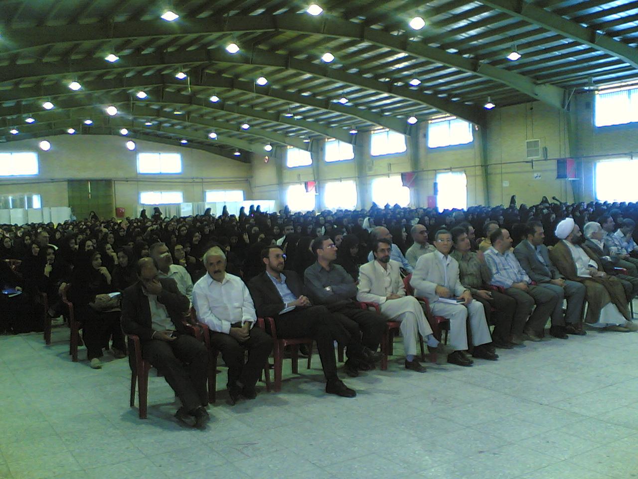 جلسه توجیهی دانشجویان جدیدالورود دانشگاه آزاد اسلامی  واحد خوراسگان برگزار شد