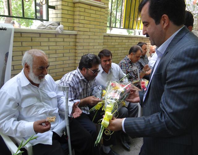 تقدير استادان و كاركنان واحد اصفهان از جانبازان دوران دفاع مقدس